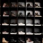 Стенд с кроссовками в парижской студии Lanvin
