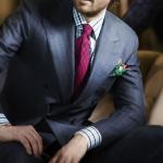 Серый в полоску двубортный костюм Kiton