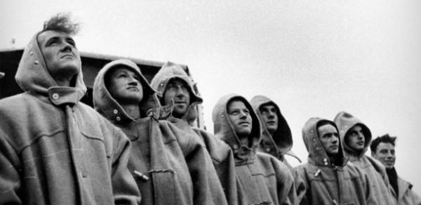 Британские военные моряки в дафлкотах