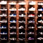 Стенд с кроссовками DC Shoes