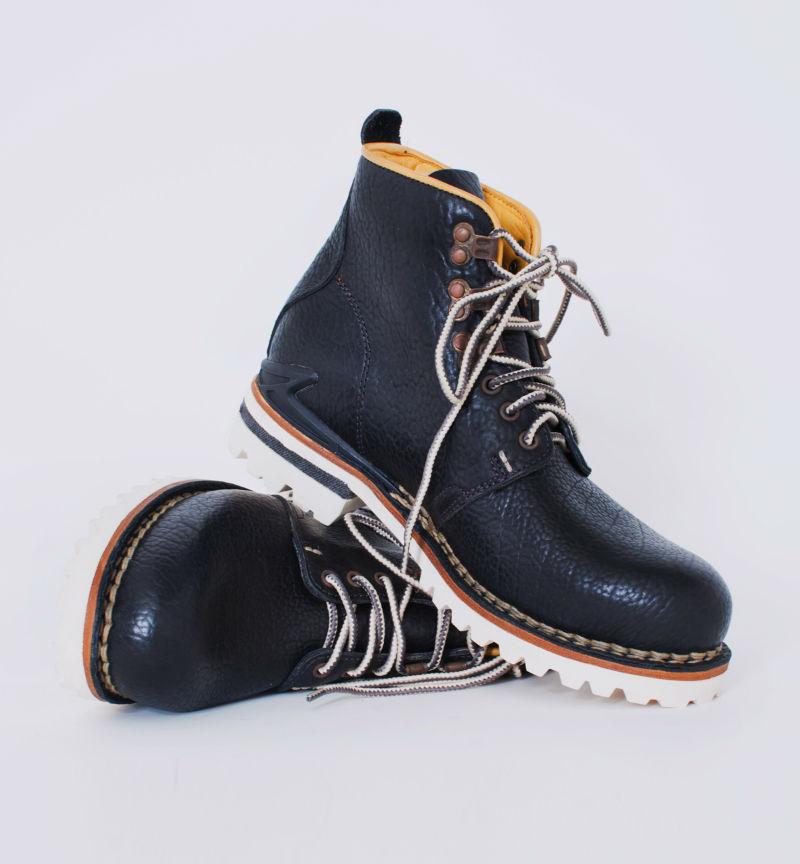 Мужские кожаные ботинки Visvim Zermatt черного цвета с белой подошвой commando