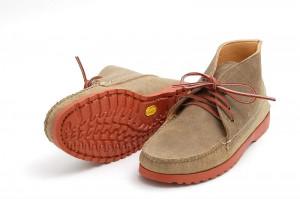 Мужские замшевые ботинки chukka boots на подошве Vibram кирпичного цвета, Quoddy