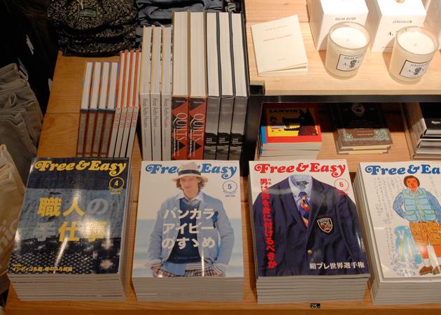 Стол с книгами и модными журналами в пространстве UNIONMADE