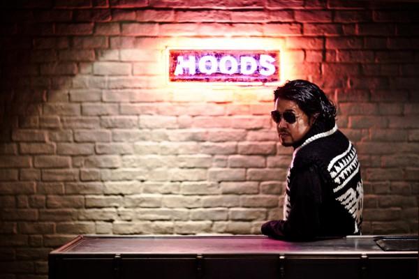 Синзуке Такидзава в свитере NEIGHBORHOOD