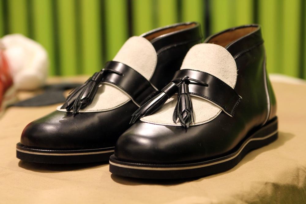 Мужские ботинки desert boots с кисточками H? Katsukawa from Tokyo черные с белым