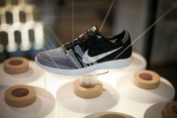 Легкие кроссовки для бегунов Nike HTM Flyknit Trainer+ черные
