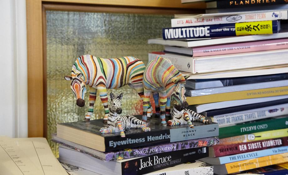 Зебры в цветную полоску — символ джинсовой линии Paul Smith