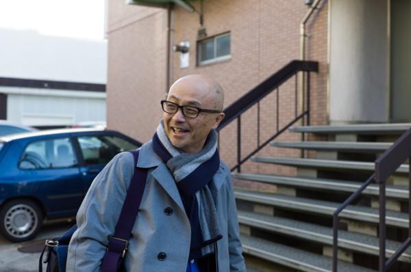 Еичиро Хома в пальто nanamica