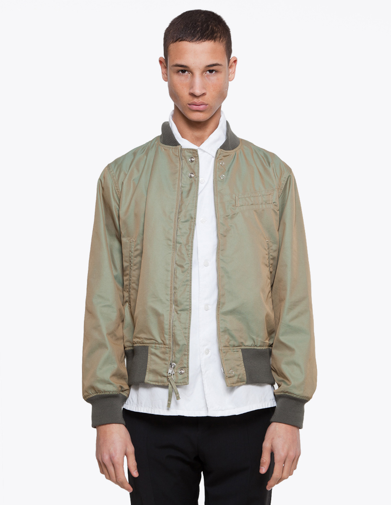 Юноша в зелёной куртке-бомбере, Engineered Garments