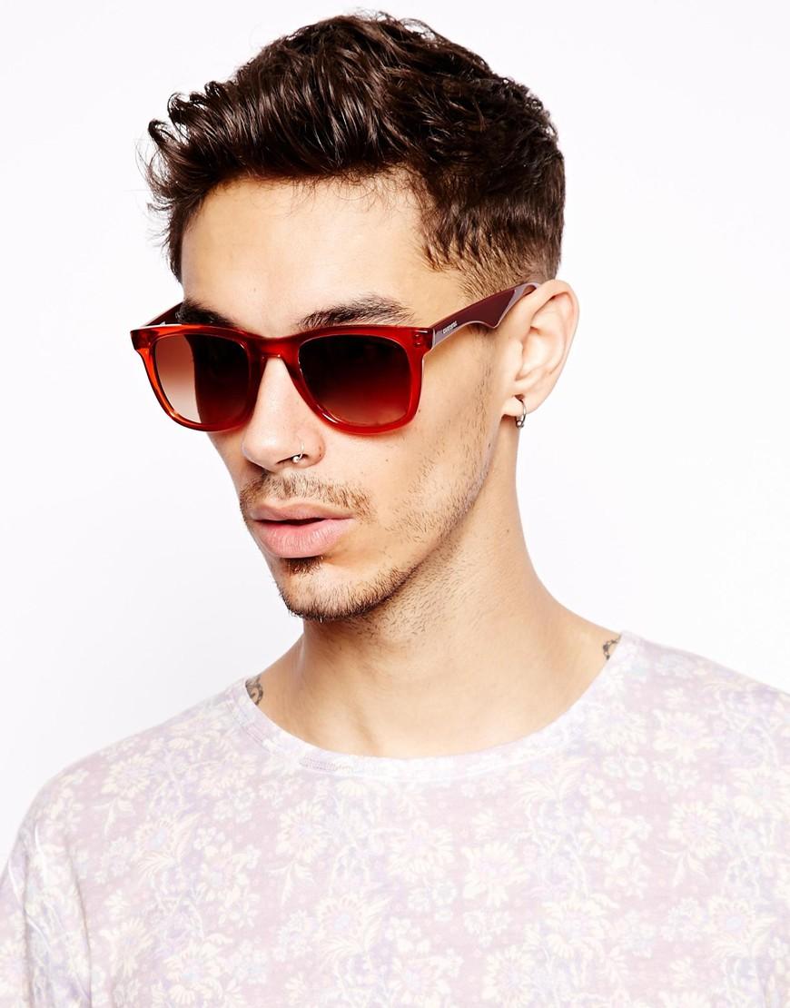 Мужчина в солнцезащитных очках Wayfarer 6000L с красной оправой, Carrera