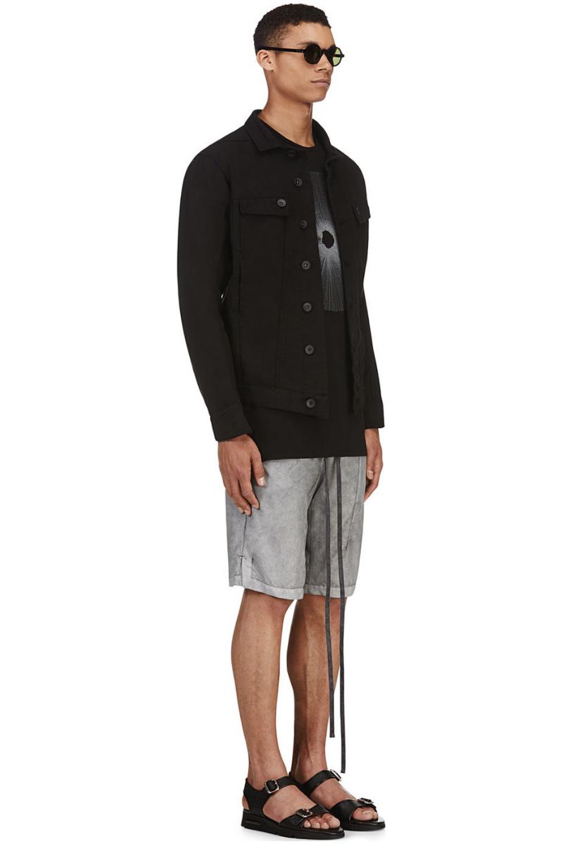 Мужчина в серых шортах с регулируемым шнурками поясом, MA Julius