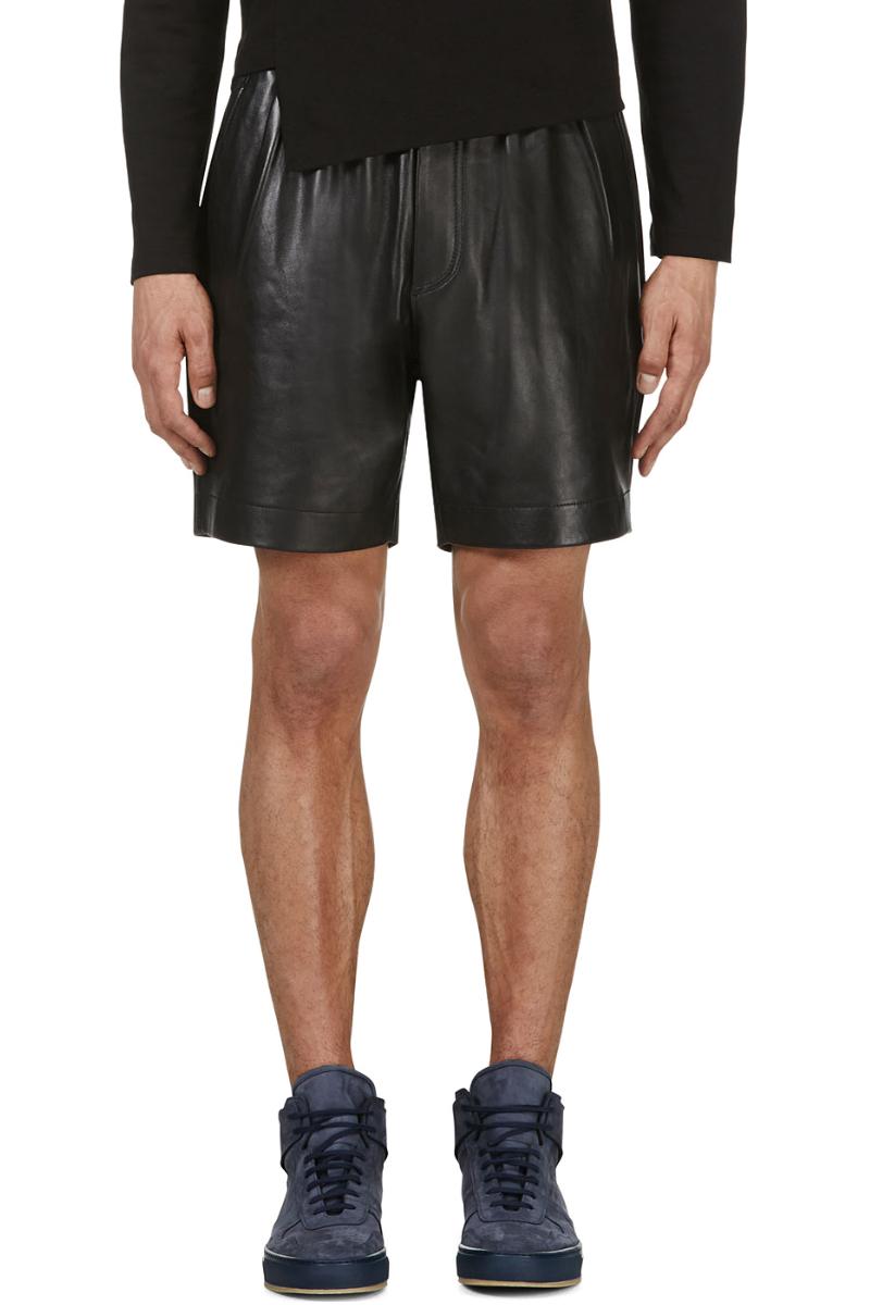Мужчина в кожаных боксёрских шортах, Surface to Air