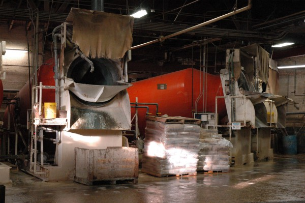Цех по выделке шкур на фабрике Horween