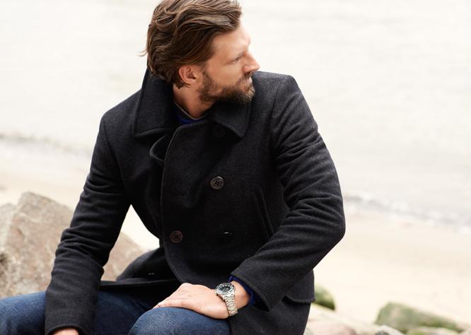 Мужчина в тёмно-синем шерстяном бушлате (Pea coat)