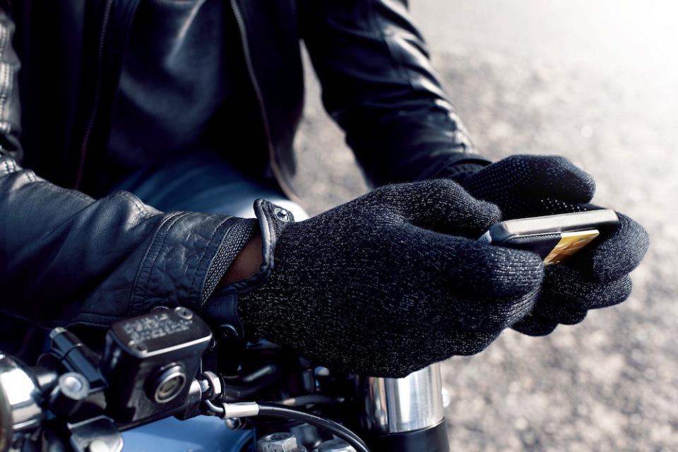 Мужские перчатки Mujjo для сенсорных экранов Apple