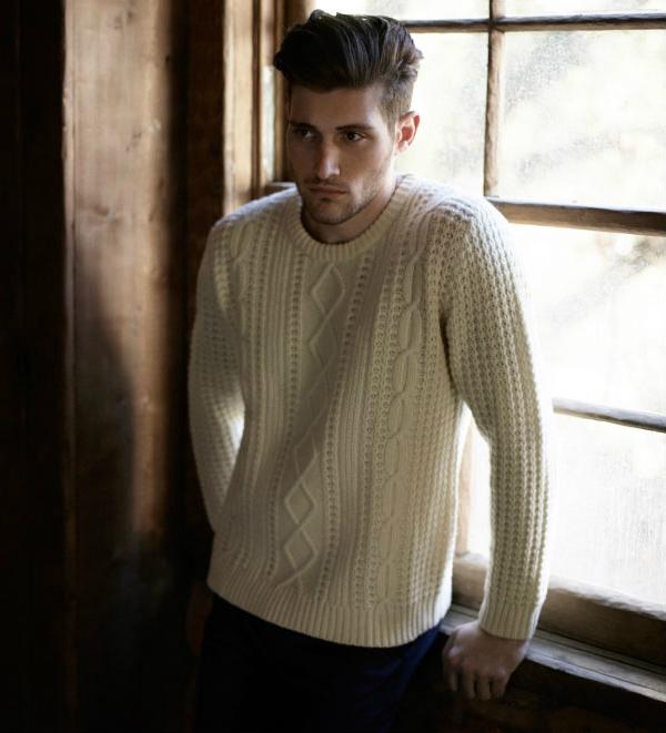 Мужской вязаный свитер белый