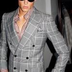 Двубортный пиджак, рубашка вклетку, все — Tom Ford