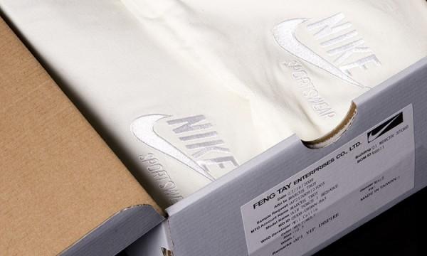 Открытая коробка с кроссовками Nike Air Force 1 x Marcus Troy