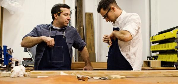 Марк и Сэм из Tanner Goods за работой