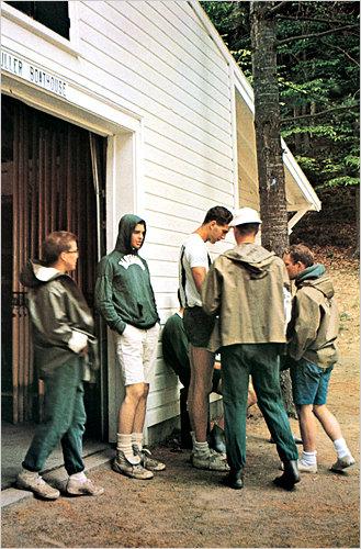 Студенты в лодочном гараже