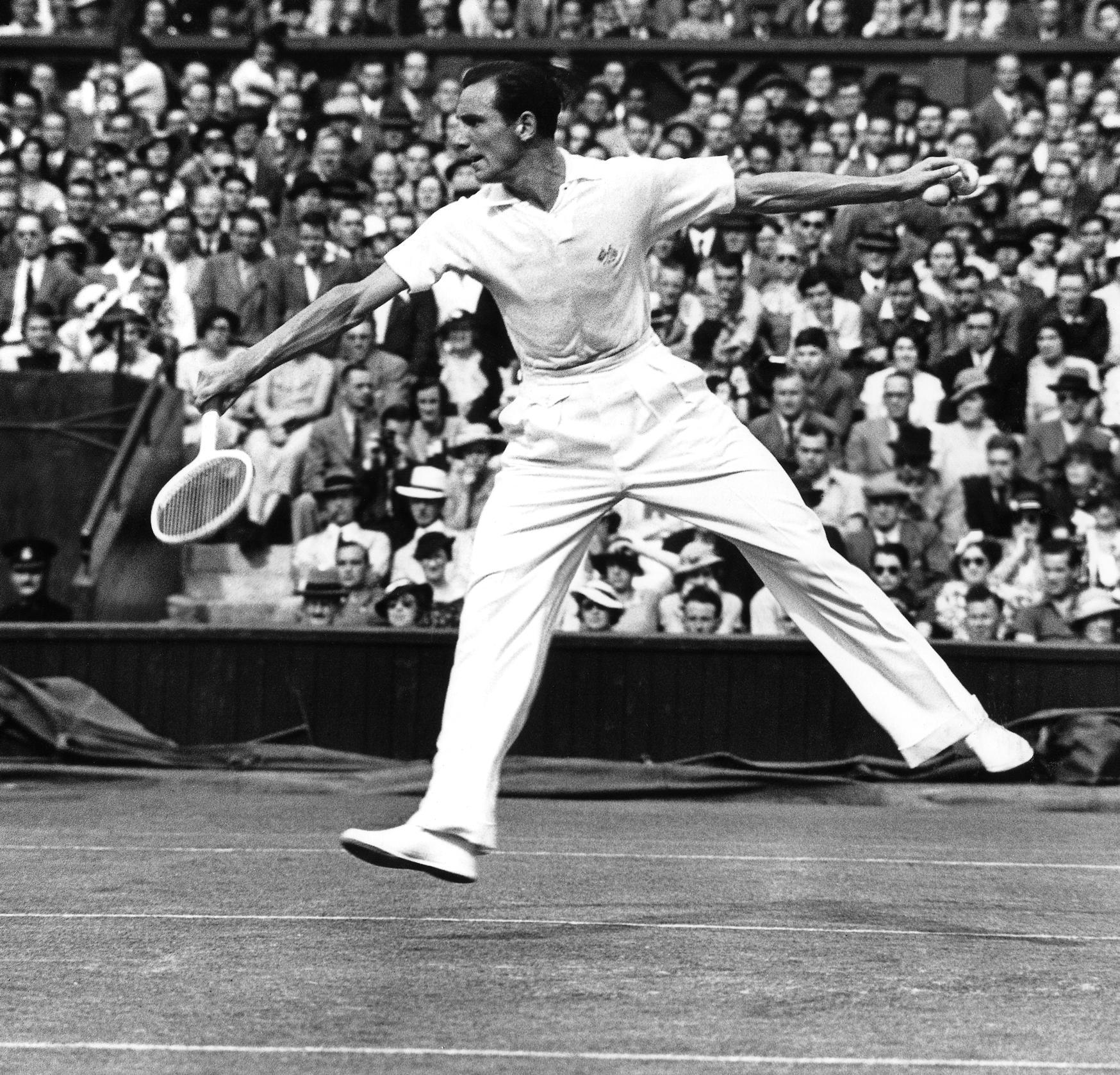 Фред Перри на теннисном корте