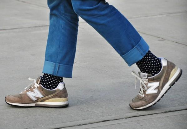Кроссовки New Balance, носки в мелкий горошек