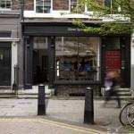 Витрина британского магазина обуви Oliver Spencer