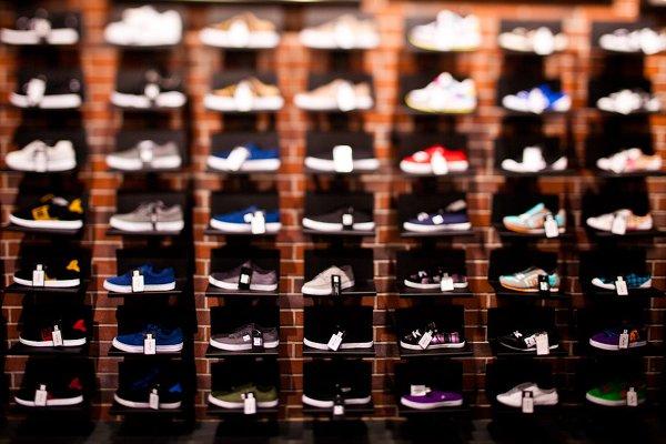 c3473b634cf Стенд с кроссовками DC Shoes. Dj на открытии магазина DC Shoes в Москве