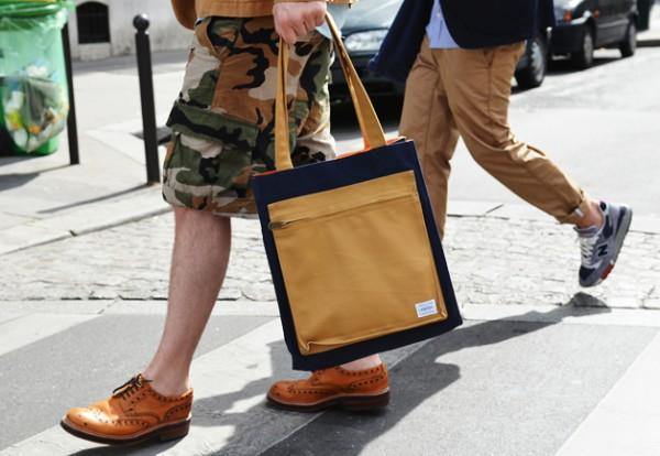 Мужчина в шортах-карго камуфляжной расцветки