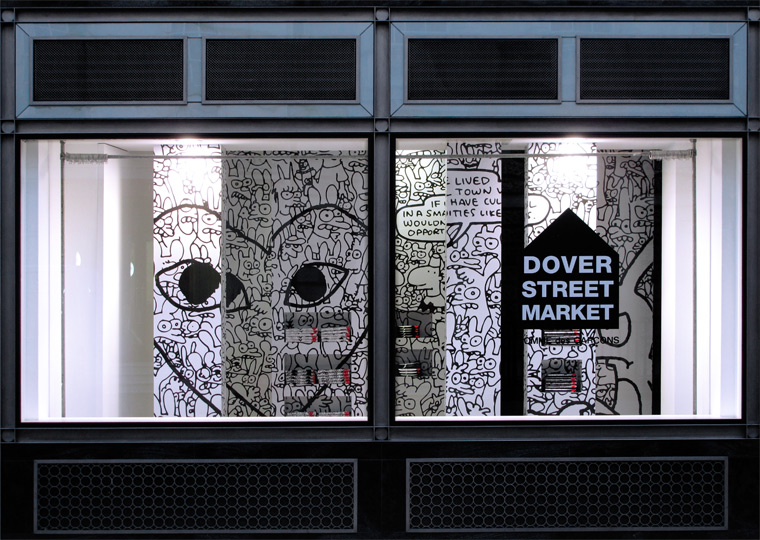 Витрина лондонского магазина Dover Street Market