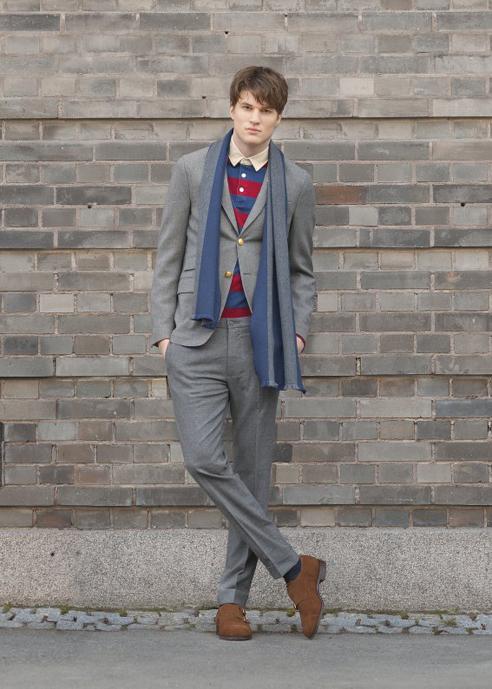 Мужчина в сером блейзере и фланелевых брюках, Gant Rugger