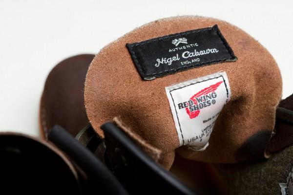 Язычок ботинок с бирками Red Wing Shoes и Nigel Cabourn