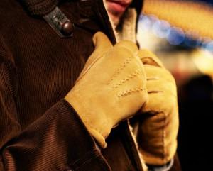 Мужские замшевые перчатки горчичного цвета Dents