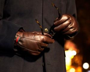Мужские перчатки из темно-коричневой кожи Gucci