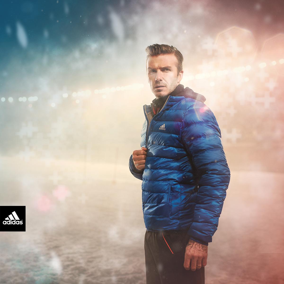 Дэвид Бекхэм в синем коротком пуховике adidas Climawarm+ для занятий спортом зимой
