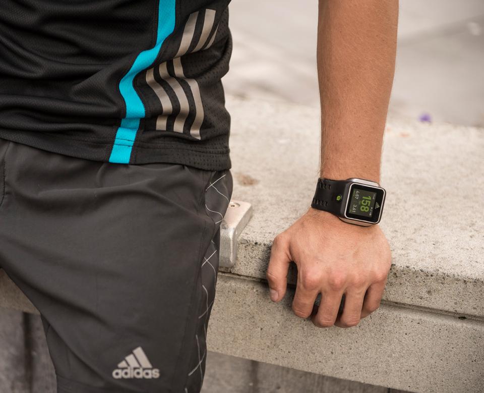 Часы для спорта мужские adidas miCoach Smart Run muzhskie
