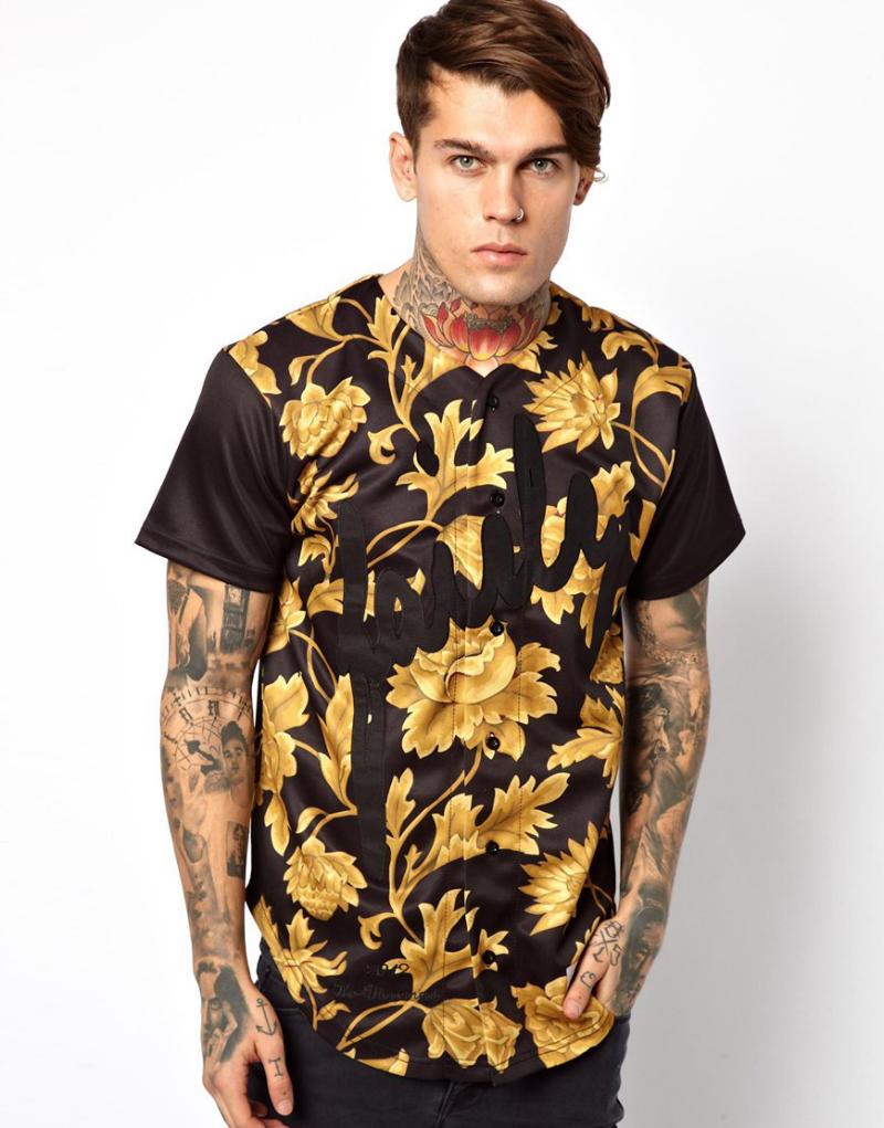 Мужчина в бейсбольной футболке джерси с модным цветочным принтом, SikSilk