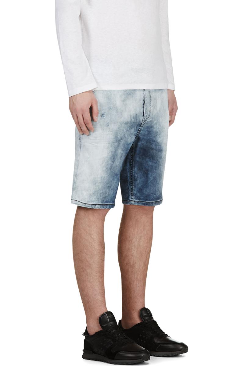 Мужчина в синих джинсовых шортах, Diesel