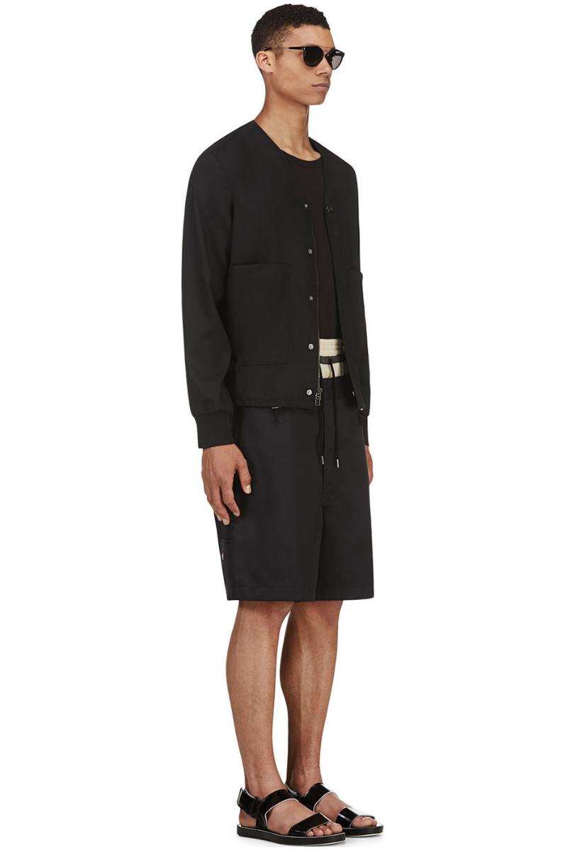 Мужчина в чёрных свободного кроя шортах, Sasquatchfabrix