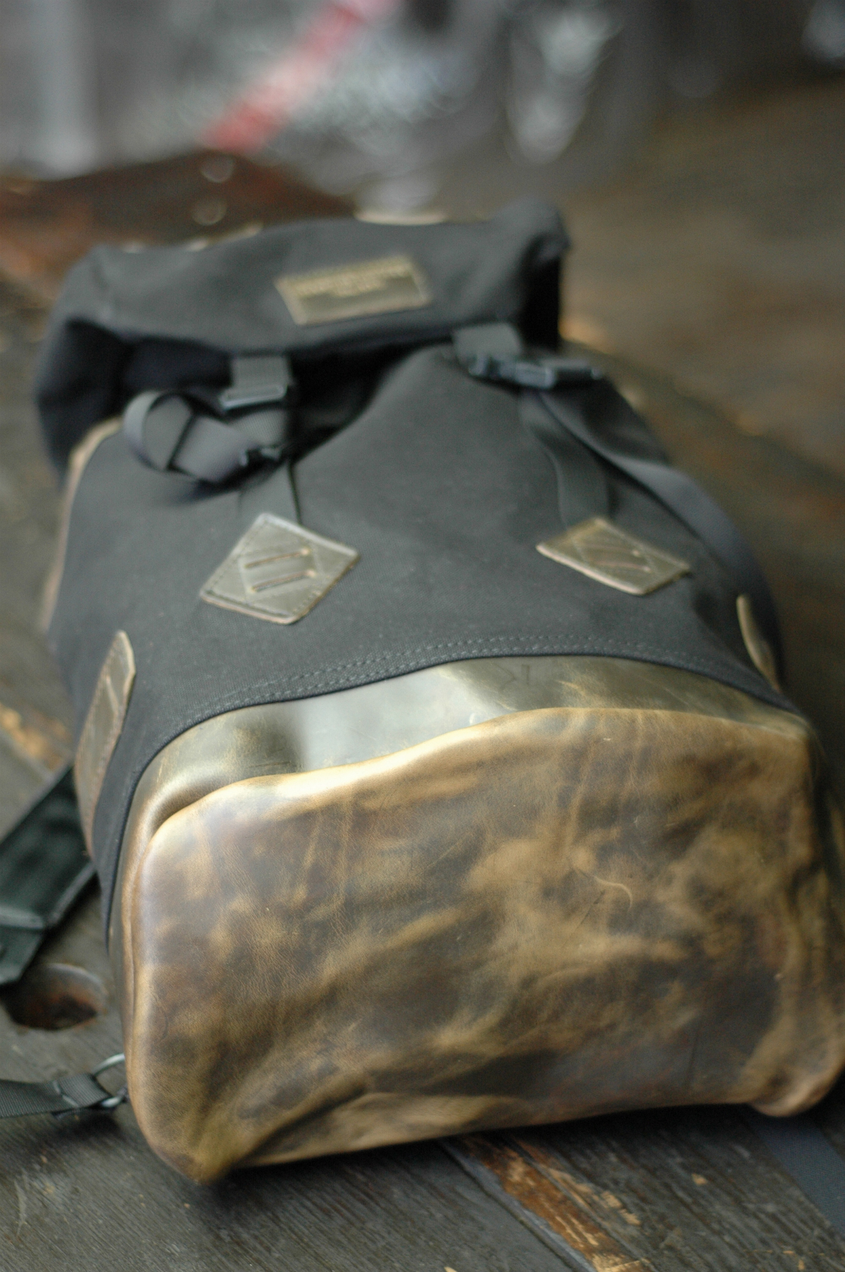 Рюкзак Altadena Works с базой из кожи Chromexcel от Horween