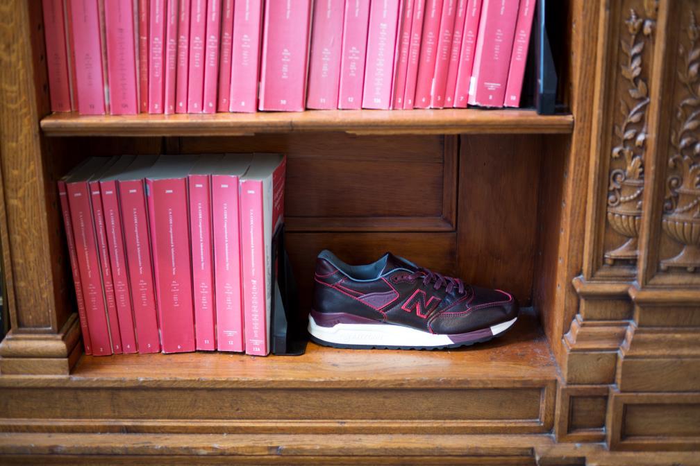 Классические кроссовки New Balance N998WD Horween бордовые кожаные