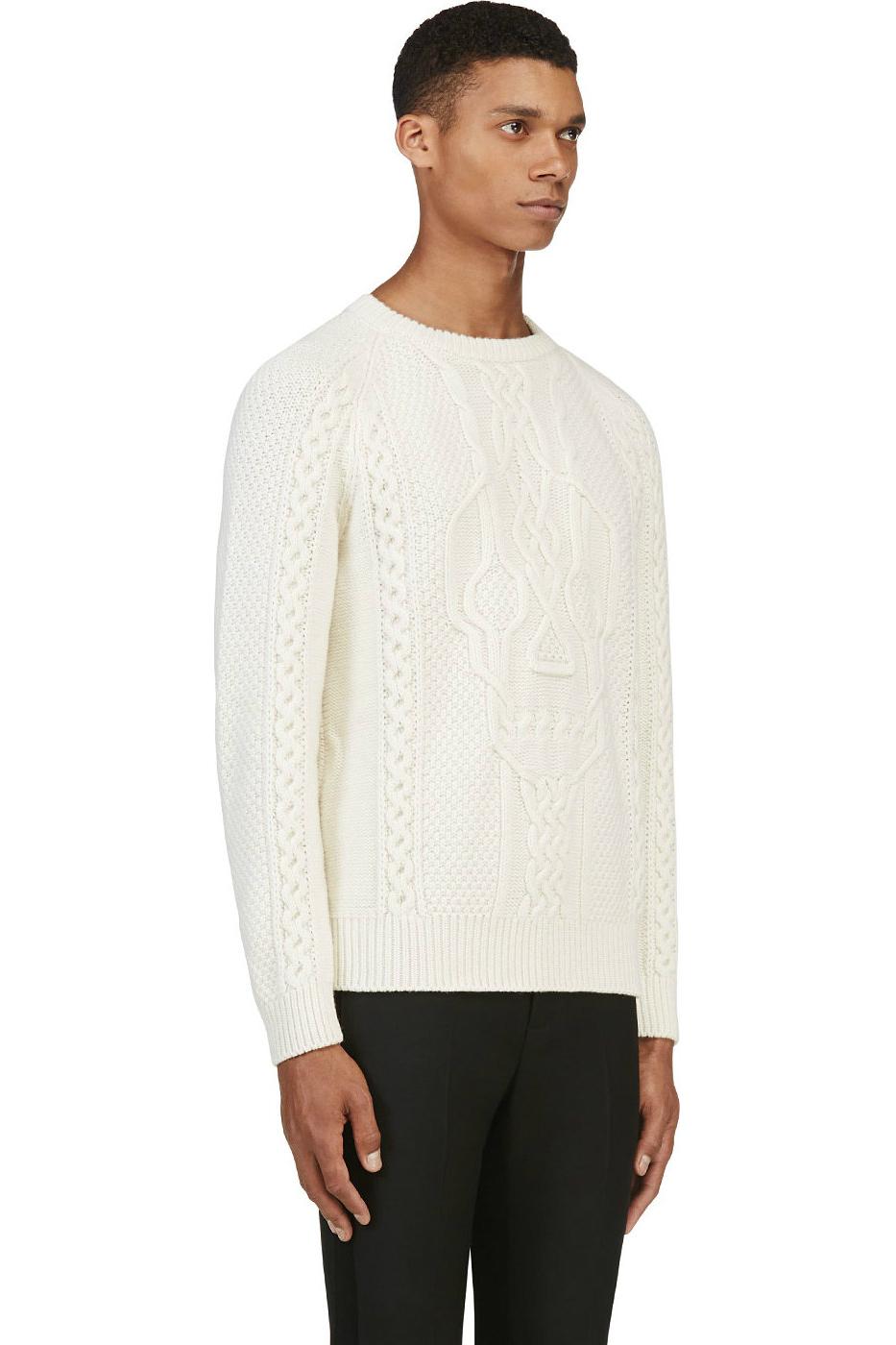 Белый мужской вязаный свитер с витым орнаментом и черепом, Alexander McQueen